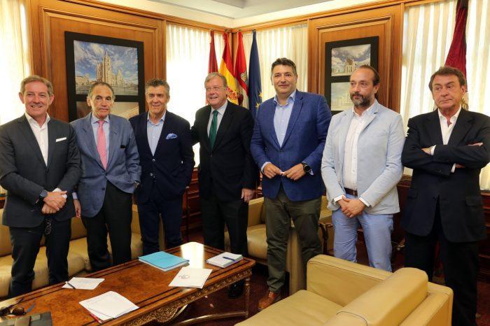 Los empresarios leoneses hacen fuerza junto al alcalde para aprovechar el Corredor Atlántico